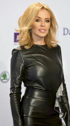 Kylie Minogue in a belted black Leather Dress Lovely Dresses, Beautiful Outfits, Kylie Minogue Hair, Kylie Minouge, Melbourne, Black Leather Dresses, Leather Outfits, Outfits Damen, Leather Fashion