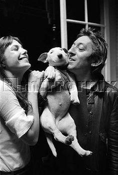 Jane Birkin & Serge Gainsbourg with pet puppy English Bullterrier Serge Gainsbourg, Gainsbourg Birkin, Jane Birkin, English Bull Terriers, Bull Terrier Dog, I Love Dogs, Puppy Love, Andrew Birkin, Rockabilly