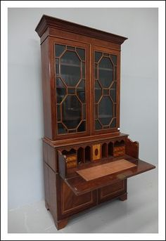 Codice: 0930157 vetrina inglese intarsiata  epoca 800  scrivania calatoia