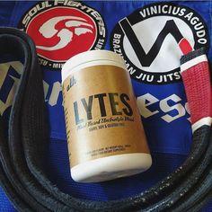 It's Friday... Finish Strong // #LYTES #plantbased #electrolytes #antioxidants // #athohana @viniciusagudo