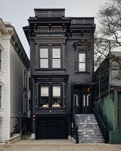 Black House Exterior, Interior Exterior, Exterior Design, Beautiful Buildings, Beautiful Homes, Townhouse Designs, Dark House, Loft Design, Victorian Homes