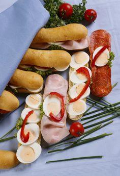 Recepty na naše legendy studené kuchyně - Novinky.cz Sausage, Treats, Recipes, Food, Sweet Like Candy, Goodies, Sausages, Recipies, Essen