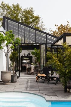 The Box greenhouse in south Sweden Lund. Designed and built by Vansta. Aluminium made bautiful! Indoor Outdoor Living, Outdoor Spaces, Glass Green House, Greenhouse Kitchen, Porches, Pergola, Backyard Fireplace, Innovative Architecture, Interior Garden