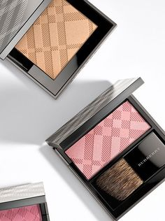 Light Glow - a blendable, lightweight powder blush that enhances the cheeks.