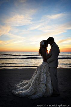 Oh my gorgeous! <3 Something about beaches and weddings...