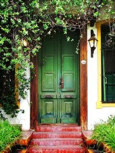 A green door. I love unique doors - they add so much personality to a building. Perhaps one day I'll live in a place with such a charming entrance.