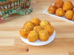 Very tasty and easy to make, these cheesy potato bites are perfect for parties. They are made from mashed potatoes mixed with cheese, coated with breadcrumbs and deep fried. Mashed potatoes must be… Cheesy Potatoes, Mashed Potatoes, Tapas, Potato Bites, International Recipes, Brunch Recipes, Food For Thought, Food Videos, Food Porn