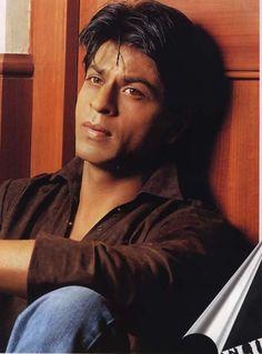 Shahrukh Khan Cool And Nice Stills Bollywood Images, Bollywood Stars, Bollywood Celebrities, Vintage Bollywood, Shahrukh Khan And Kajol, All Assassin's Creed, Karbala Photography, Star Wars, Romance