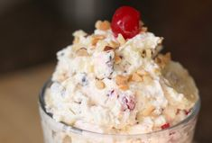 Ingredients : 1 – 3.4 ounce box instant banana pudding 1 – 20 ounce can crushed pineapple (do not drain) 1 – 8 ounce container Cool Whip 1 cup mini marshmallows 1/2 cup finely chopped walnuts + 2 Tablespoons for garnish 1/3 cup mini chocolate chips 2 ripe bananas, sliced 2 – 10 ounce jars ma…