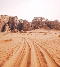 Love the texture + colours + that it's outdoors in nature Wadi Rum, Surf, San Myshuno, Foto Poster, To Infinity And Beyond, Belleza Natural, Adventure Awaits, Nature Adventure, The Great Outdoors