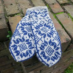 Ravelry: Flora pattern by Skeindeer Knits Fair Isle Knitting, Loom Knitting, Knitting Socks, Knitting Patterns, Knit Socks, Flora Pattern, Fabric Yarn, Knit Mittens, Hand Warmers