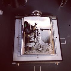 Kuva kaiverrettu taskumattiin Roland MPX-90 metalliprintterillä.