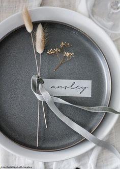 Estilo Tropical, Bunny Tail, Wedding Table Settings, Diy Place Settings, White Table Settings, Wedding Table Linens, Wedding Places, Wedding Place Cards, Ornamental Grasses