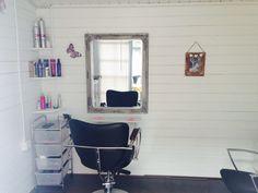 Log cabin Hair Salon x Hair Stations, Salon Stations, Home Hair Salons, Home Salon, Small Hair Salon, Beauty Cabin, Hair Product Organization, Small Log Cabin, Beauty Salon Decor