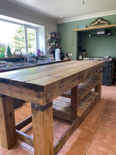 Small Cabin Kitchens, Rustic Outdoor Kitchens, Outdoor Kitchen Design, Home Decor Kitchen, Kitchen Interior, Home Kitchens, Kitchen Island Made Out Of Pallets, Kitchen Island Dining Table, Rustic Kitchen Island