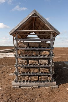 Drying house for peat peat bog. Peat Moss, Landscape Architecture Design, Outdoor Landscaping, Ecology, Design Art, Shed, Places, Nature, House