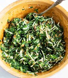 A mixing bowl of spinach pie filling ingredients mixed together. Spinach Puff Pastry, Spinach Pie, Vegetable Quiche, Side Dishes Easy, Caramelized Onions, Seaweed Salad, Pie Recipes, Finger Foods, Food Ideas