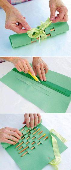 Pour transporter des pinceaux! Porte-crayons en feutrine Diy back to school : DIY Felt Pencil Carrying Case