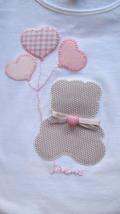 Teddy bear and heart balloons applique Sewing Appliques, Applique Patterns, Applique Designs, Embroidery Applique, Machine Embroidery, Embroidery Designs, Sewing Patterns, Baby Applique, Sewing For Kids