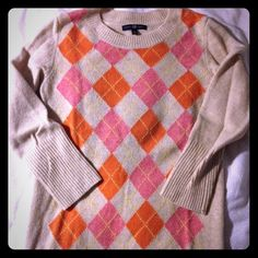 WORN ONCE GAP cozy lambs wool argyle sweater sz sm Only worn once!! GAP retail lambs wool blend argyle sweater. Soft oatmeal background with orange and carnation pink diamonds and a touch of yellow running through. Size small, fits TTS. In amazing condition, like new!! GAP Sweaters Crew & Scoop Necks