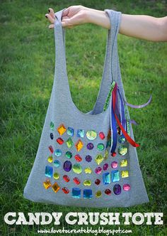 Candy Crush T-shirt Tote Bag - Wear your love for Candy Crush and upcycle an old t-shirt at the same time! This DIY bag pattern is so easy to make!