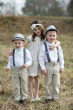 Vestimenta tipo retro para niñas y niños.