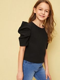 To find out about the Girls Pleated Puff Sleeve Solid Top at SHEIN, part of our latest Girls Blouses ready to shop online today! Fashion Kids, Girls Fashion Clothes, Fashion Outfits, Fashion Trends, Stylish Dresses, Cute Dresses, Girls Dresses, Girls Blouse, Blouse Dress