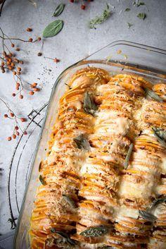 Süßkartoffelgratin mit Salbei und Ziegenkäse.