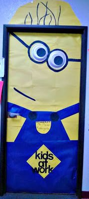 DIY Despicable Me Minion Bulletin Board/ Door Decoration For a Classroom #Funny door decoration #Kids at work | http://www.sassydealz.com/2013/12/diy-despicable-me-minion-bulletin-board.html