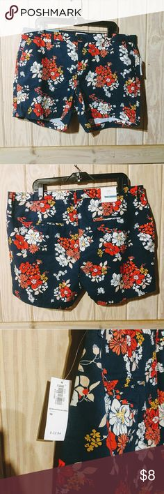 """NWT Old Navy floral shorts size 16 Very cute 5"""" shorts. Navy blue with floral print. Size 16 Old Navy Shorts"""