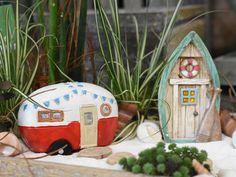Wer verreist auch gerne mit dem Wohnmobil?  Geschenksidee? #Miniaturwelt #minigarten #miniaturwelt #minidekoration #elfe #mädchen #dekoartikel #erlebnisgärtnerei #hödnerhof #ebbs #mils #dez #innsbruck #tirol #größtegärtnereitriol #ausflugsziel #erleben #pflanzenwelt #dekowelt #gartenpflanzen #minipflanzen #zimmerpflanzen #saisonpflanzen #gärtnerei #eigenproduktion Bonsai, Innsbruck, Outdoor Decor, Home Decor, Mini Plants, Roses Garden, Garden Plants, House Plants, Camper Tops