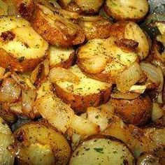 Lyonnaise Potatoes - A simple combination of potatoes and onions can be absolutely extraordinary. Be sure to use real butter and fresh parsley! Potato Dishes, Potato Recipes, Plats Ramadan, Cuisine Diverse, Good Food, Yummy Food, Fun Food, Vegetable Side Dishes, Side Dishes