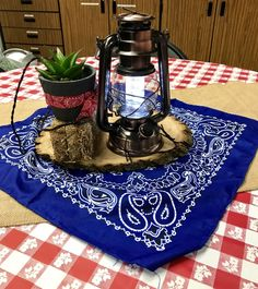 We were treated to another over-the-top week full of appreciation, love, and fun surprises from our parent community. Come along and see what the parents did for us teachers this year. Welcome to Teacher Appreciation Week - Wild West Style. Teacher Appreciation Breakfast, Volunteer Appreciation, Teacher Appreciation Week, Teacher Breakfast, Volunteer Gifts, Breakfast Ideas, Wild West Theme, Wild West Party, Wild Wild West