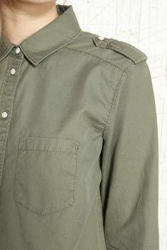 BDG Legeres Hemd mit geknöpfter Schulterklappe bei Urban Outfitters
