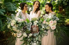 Bride and bridesmaids bouquets by Teresa Sena Design - Anna Kim Photography