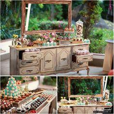 Una decoración simplemente genial...  #vintagedecor #vintage #mesadedulces #decoracion #diy #hazlotumismo #dulce #maricu