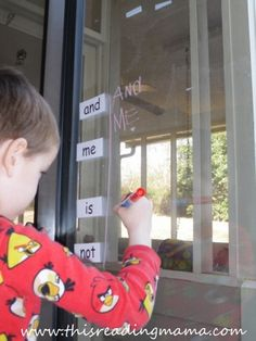 photo of Writing sight words with Crayola Window Markers {This Reading Mama} Adapt to notes, terminology, etc? Preschool Curriculum Free, Kindergarten Learning, Early Learning, Free Preschool, Homeschool, Teaching Sight Words, Sight Word Games, Word Family Activities, Reading Activities