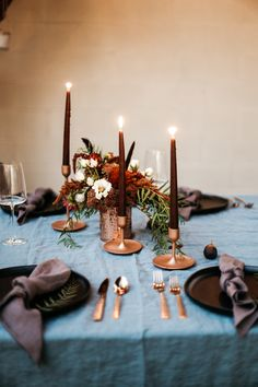 This Fall Moody Birthday Tablescape is perfect for all your Fall feels. It's packed with Deep Moody Jewel tones, beautiful cakes, charcuterie boards, and all the wine! Fall Dinner, Dinner Table, Deco Buffet, Table Design, Fall Decor, Holiday Decor, Fall Table, Thanksgiving Table, Decoration Table