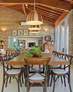Sábado é dia de. Quero saber como é o seu sábado! Home Upgrades, House Design, House Interior, Farmhouse Dining, Home Room Design, House, Home, Home Decor, Rustic Kitchen