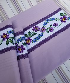 Otomatik alternatif metin yok. Knitted Shawls, Knitted Poncho, Knit Shoes, Knitting Socks, Victorian Era, Linen Bedding, Hand Embroidery, Bed Pillows, Diy And Crafts