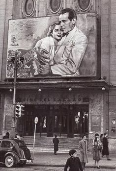"""Estreno, en el Cine del Callao (Madrid), de la película """"Casablanca"""". Diciembre de 1946. Agencia EFE. Protagonizada por Humphrey Bogart e Ingrid Bergman. Casablanca Movie, Casablanca 1942, Golden Age Of Hollywood, Vintage Hollywood, Classic Hollywood, Humphrey Bogart, Ingrid Bergman, Old Movies, Vintage Movies"""