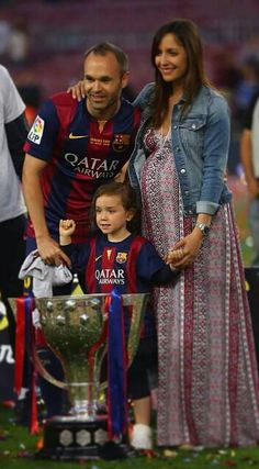 Iniesta, Anna, their daughter Valeria, the trophy.. and a baby coming soon …