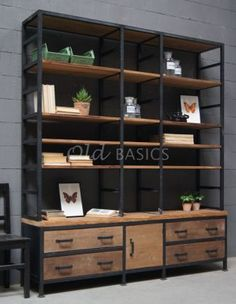 Give Your Rooms Some Spark With These Easy Vintage Industrial Furniture and Design Tips Do you love vintage industrial design and wish that you could turn your home-decorating visions into gorgeous reality? Diy Dining Room, Industrial House, Interior, Diy Dining, Industrial Design Furniture, Industrial House Plans, Diy Industrial Furniture, Industrial Interiors, Shelves In Bedroom