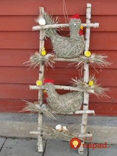 Easter is coming soon and what is nicer than decorating the house with homemade Easter decorations. You can of course buy decorative items in the shop Farm Crafts, Easter Crafts, Wood Crafts, Diy And Crafts, Crafts For Kids, Chicken Crafts, Cute Chickens, Diy Y Manualidades, Farm Theme