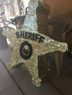 DIY piñata de Estrella de Sheriff