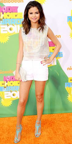 Selena Gomez styled her hair in a textured straight cut at the 2011 Kids Choice Awards, on April 1, 2011.