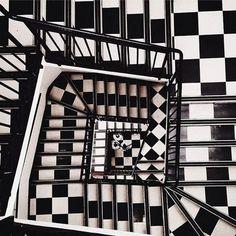 Degna di un ipotetico progetto di Maurits Escher questa gradinata! Noi ne potremmo soddisfare parte dell'esecuzione!!!