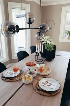 Table Settings, Place Settings, Table Arrangements, Desk Layout