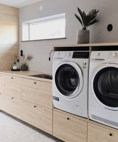 Mudroom Laundry Room, Laundry Storage, Laundy Room, Laundry Room Inspiration, Style Deco, Linen Storage, Small Laundry, Bathroom Essentials, Laundry Room Design