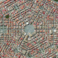 Grammichele in het Italiaanse Catania was in 1693 gebouwd met een hexagonale plattegrond nadat een aardbeving het nabije gelegen oude stadje heeft verwoest.